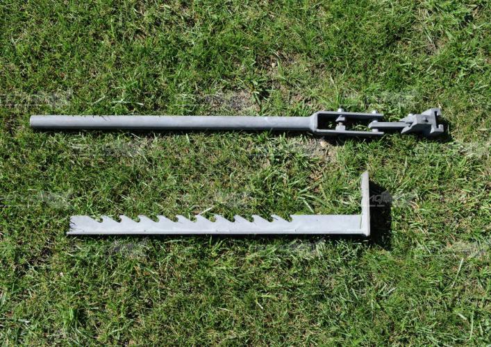 Устройство для демонтажа столбиков на зеленой траве