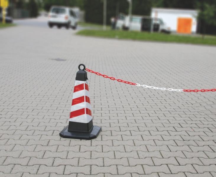Пластиковая цепь и конус пирамидный пример применения