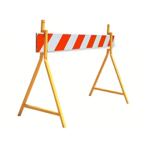 Внешний вид ограждения для проведения уличных работ, барьер с металлическими опорами