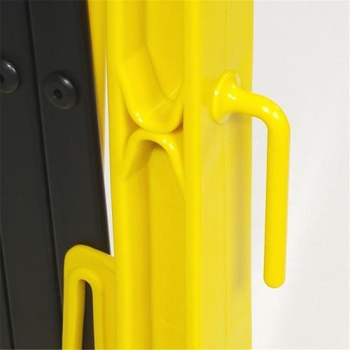 Крепление на раздвижном ограждении желтый забор на колесах